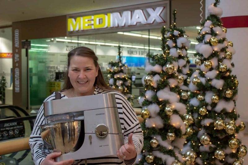 """Auf höchstem Niveau Blizz-Backwettbewerb: Isolde Beckler überzeugtedie Jury mit ihren """"Weihnachtsplätzchen Deluxe"""""""