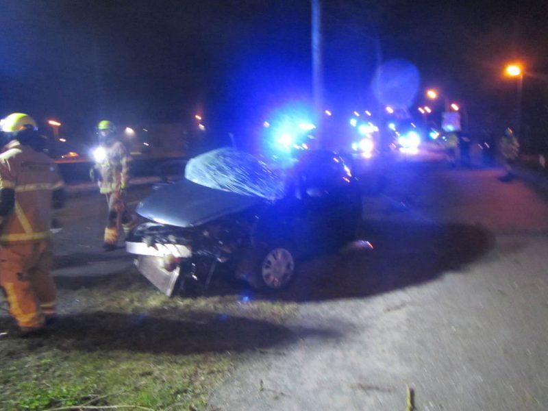 Schwerer Verkehrsunfall in Regensburg Feuerwehr musste Beifahrer aus völlig demolierten Fahrzeug schneiden