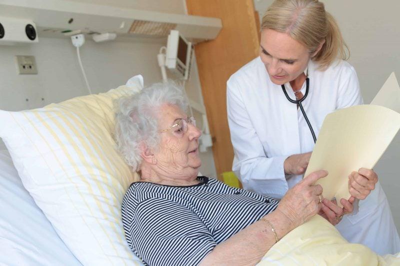 Patienten geben dem UKR die Note Eins Universitätsklinikum punktet mit Behandlungsqualität und Betreuung durch Ärzte und Pfleger