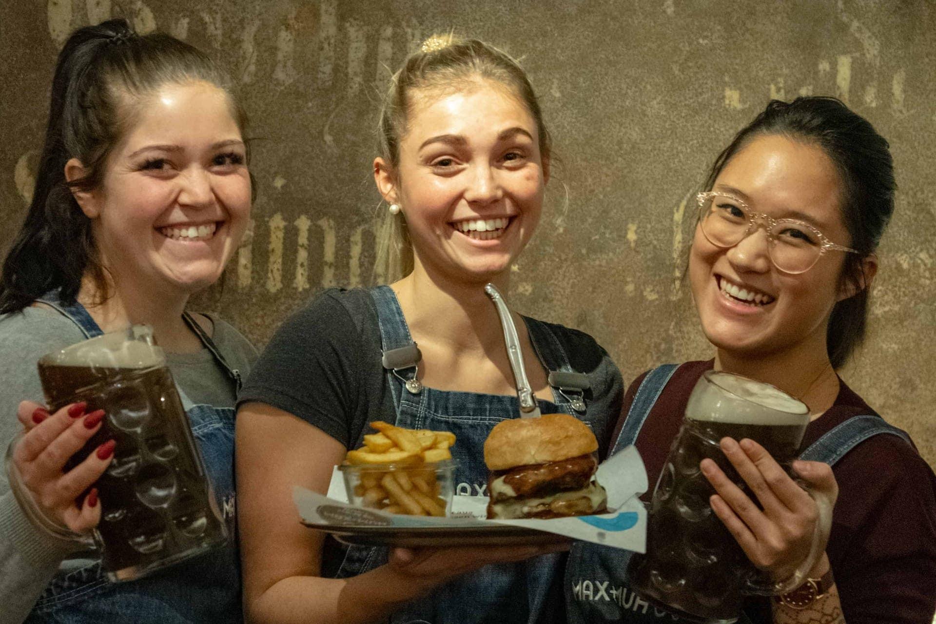 Wirtshauskultur trifft hochklassige Burger Bei Max & Muh finden sich leckere Burger, Muuhhritos und die kultig-bayerische Goaßmaß auf der Karte