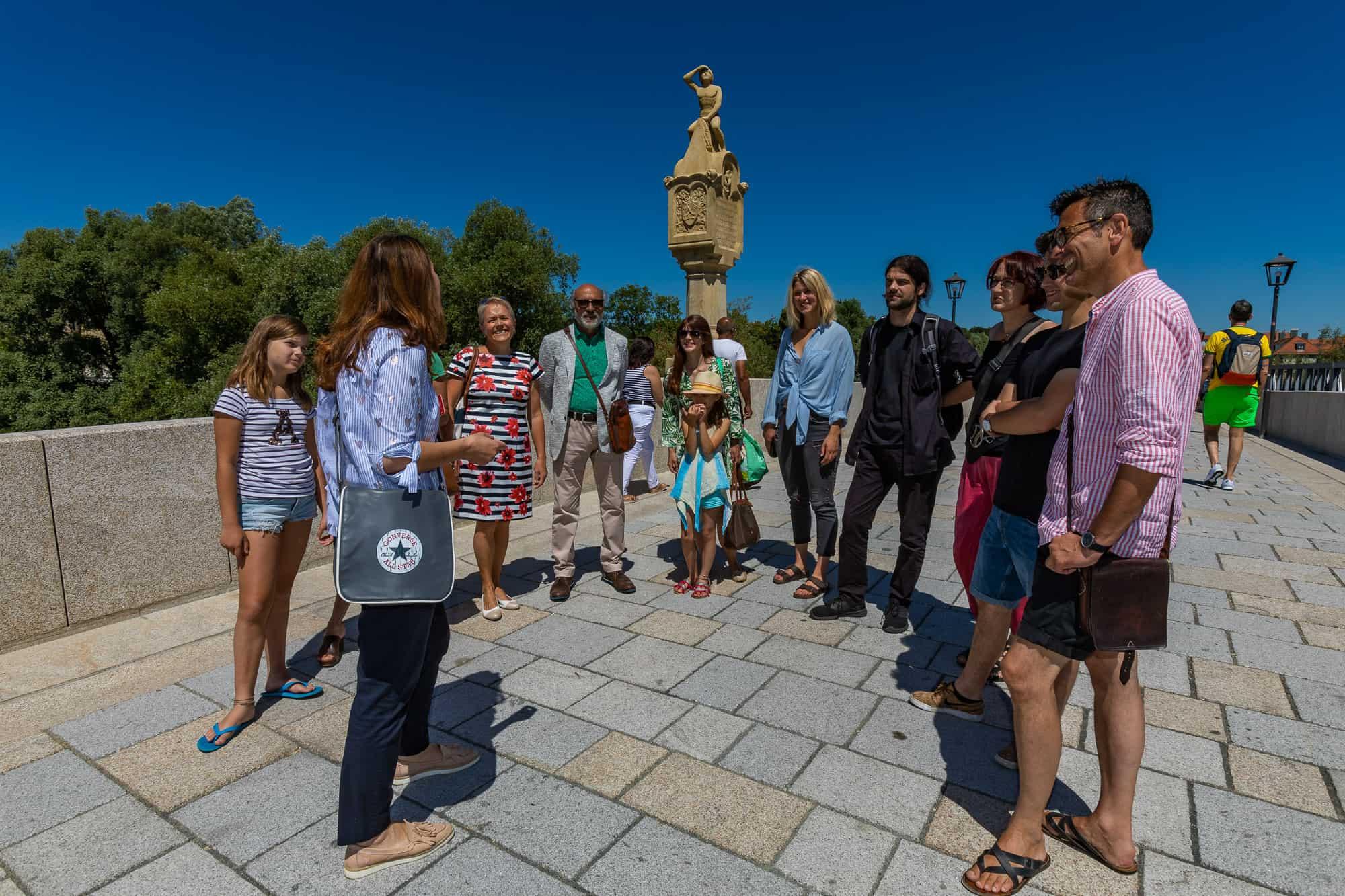 Tourismusbilanz für Regensburg positiv Gästeankünfte und Übernachtungen in Regensburg leicht gestiegen