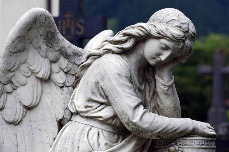 Regensburg: Abschied von geliebten Menschen nehmen Auf trauernde Angehörige warten zahlreiche Aufgaben. Ein Bestattungsunternehmen ist dabei eine große Stütze