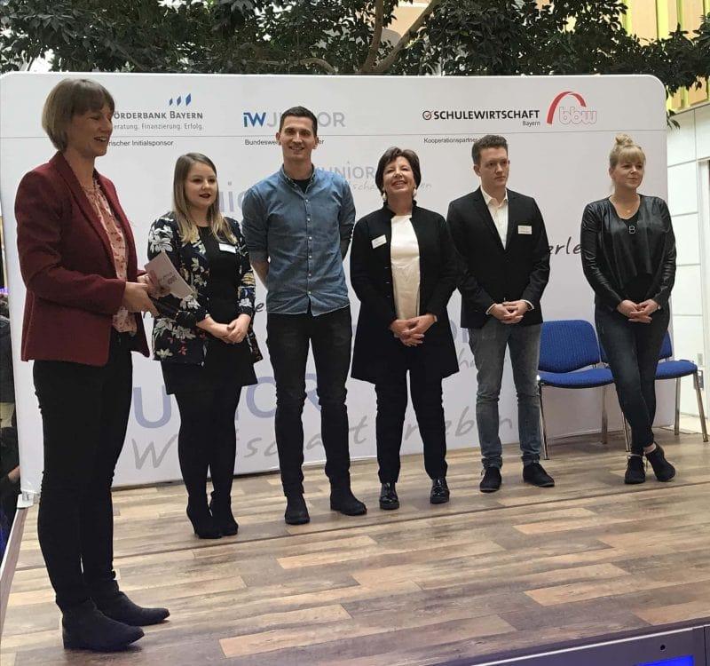 Bayerns JUNIOR-Unternehmen stellten aus Messezeit für Jungunternehmer