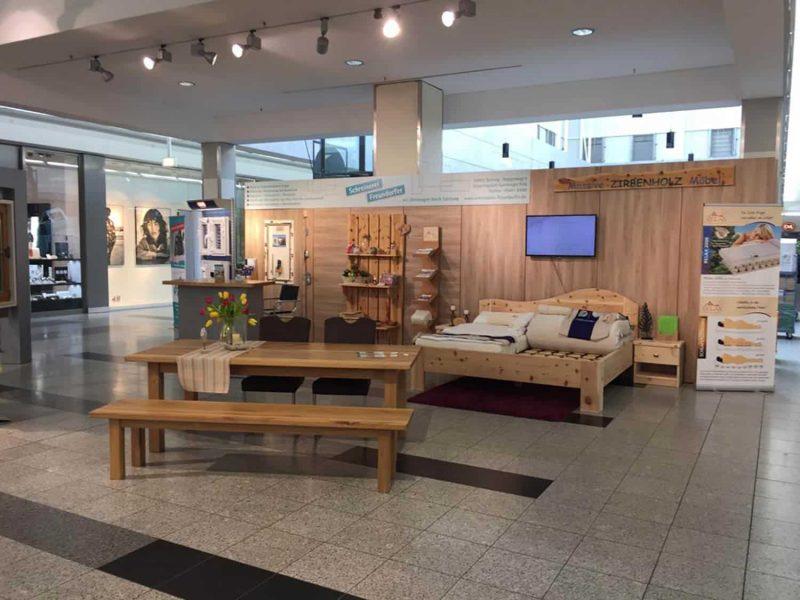 Die Werbegemeinschaft der Schreinerinnung präsentiert sich im Donau-Einkaufszentrum Regensburg Die Welt des Holzhandwerks