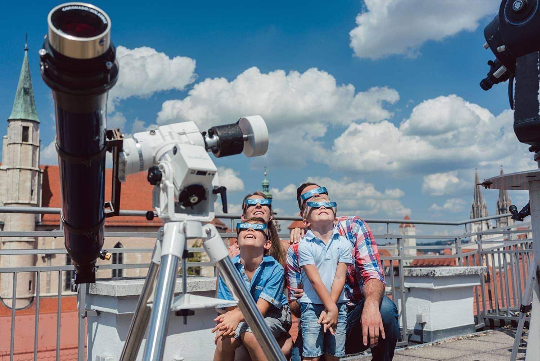 Tag der Astronomie: Sternwarte Regensburg lässt kostenfrei ins Universum blicken Auf Du und Du mit der Sonne