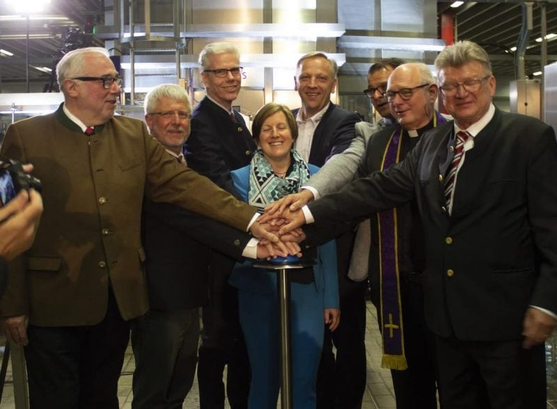 Weltpremiere bei der Brauerei Bischofshof Bier im Sekundentakt