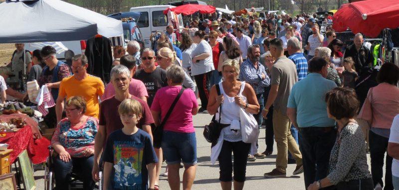 Am 28. April: Jahrmarkt und Trödelmarkt bei der Gärtnerei Löwenzahn Schnäppchen für Haus und Garten in Zeitlarn