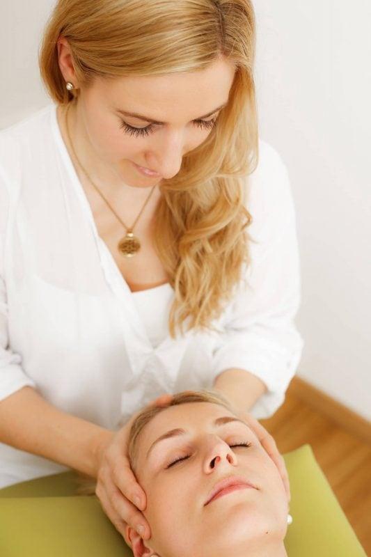 Was hilft, wenn der Kopf brummt Kopfschmerz, den jeder kennt!