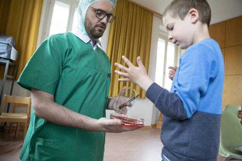 Universitätsklinikum Regensburg erklär richtiges Händewaschen kinderleicht Das Einmaleins der Hygiene
