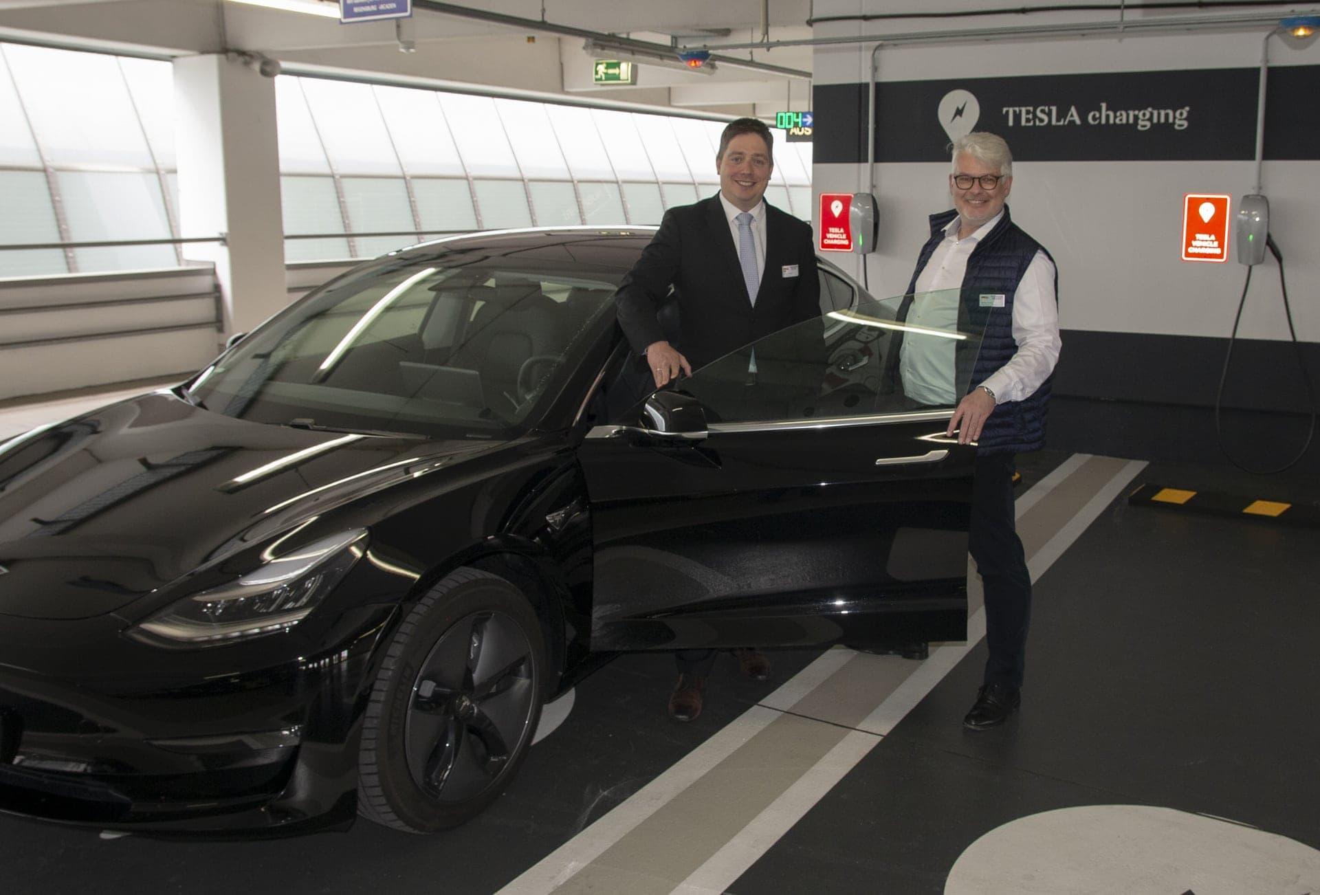 Regensburg Arcaden setzen auf Nachhaltigkeit und kooperieren mit Tesla Jetzt stehen acht Strom-Tankstellen zur Verfügung