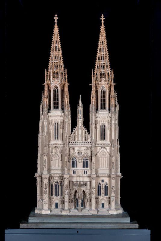 """Ausstellung zur Vollendung der Regensburger Domtürme """"Zwei Türme für den König"""""""