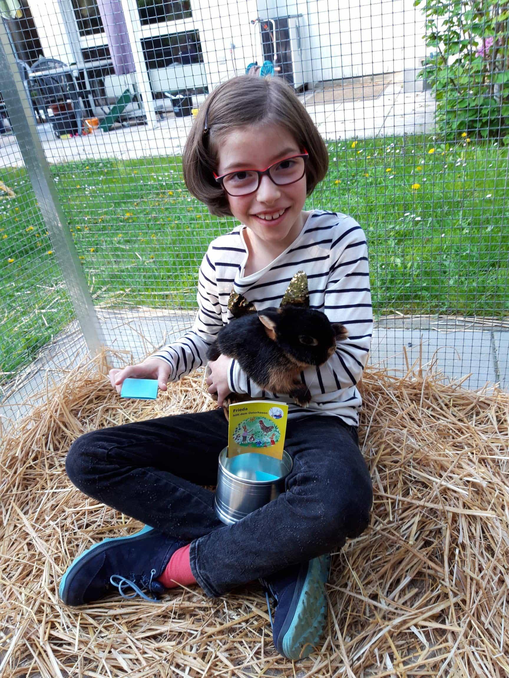 """100 Euro für Kindergarten St. Johannes in Regensburg """"Maus Frieda"""" spendet für den guten Zweck"""