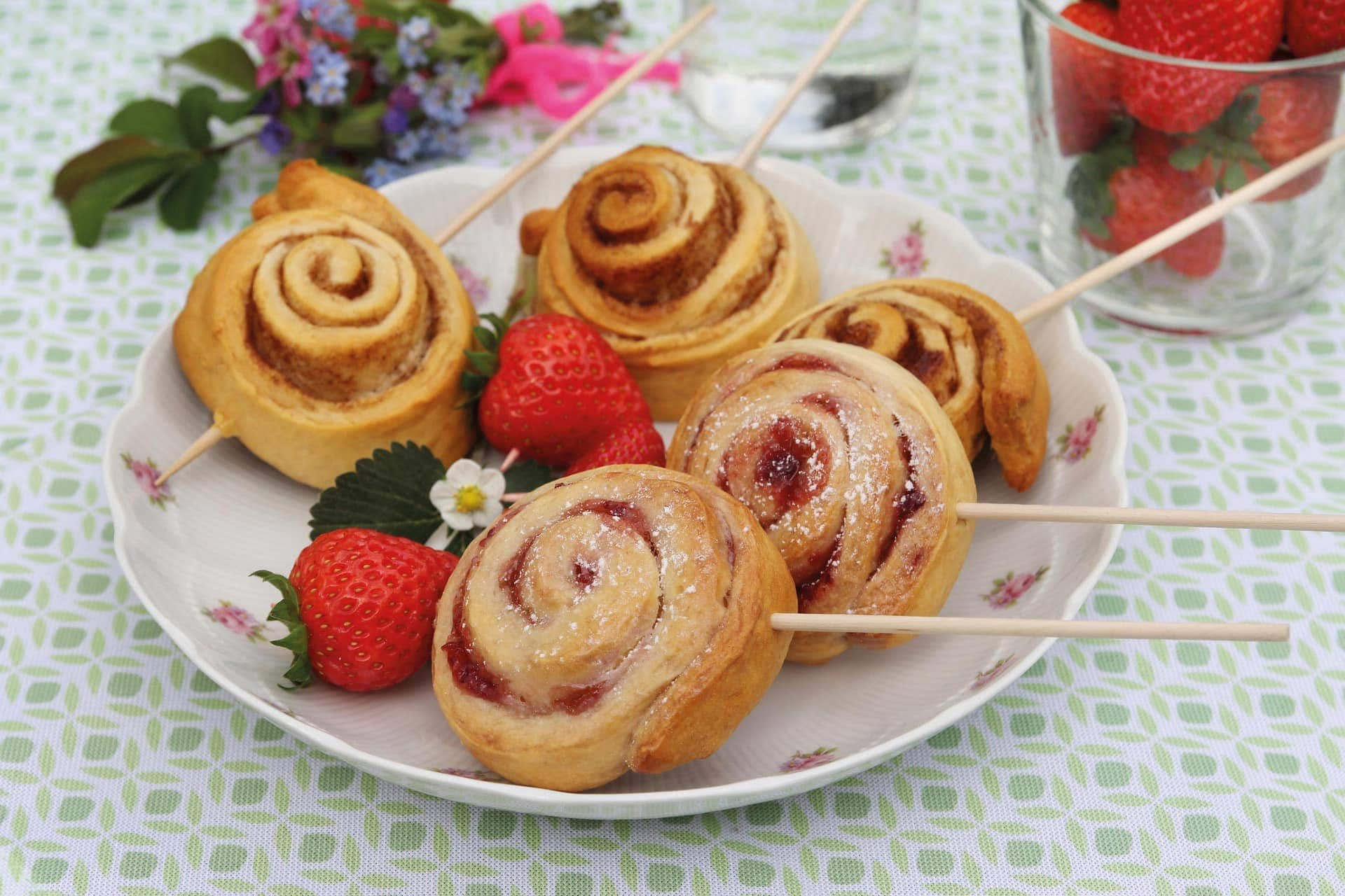 Backidee zum Muttertag Erdbeer-Frischkäse-Pops