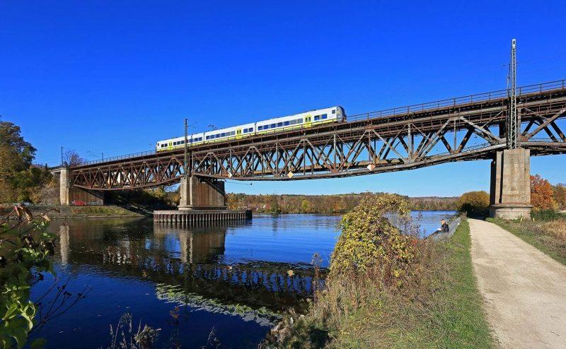 Bahnbetreiber agilis nimmt zum Tag der Donau die Lebensader der Region in den Fokus Mit der Eisenbahn den Fluss entlang
