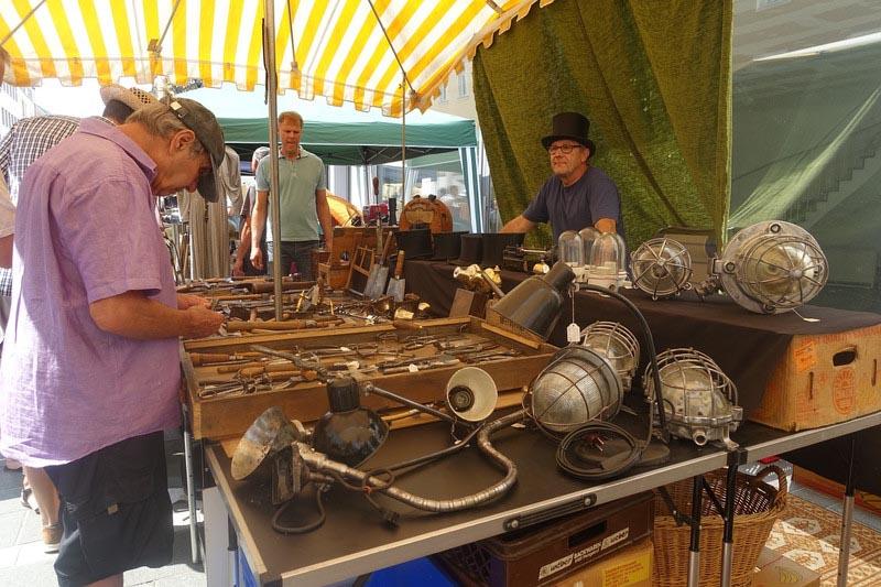 Bummeln, Stöbern und Feilschen am 9. Juni auf dem Regensburger Antikmarkt Antike Schätze im Herzen der Altstadt