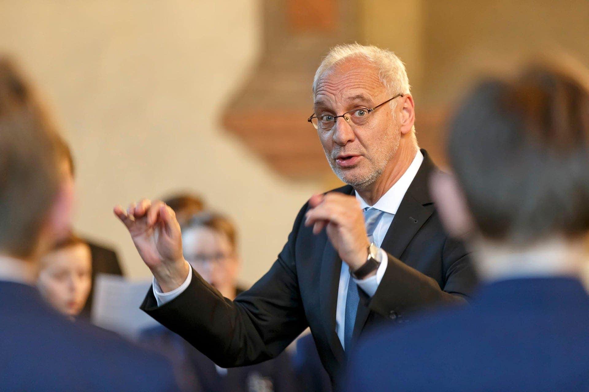 Domkapellmeister dirigiert ein letztes Mal vor Regensburger Publikum Roland Büchner sagt Servus