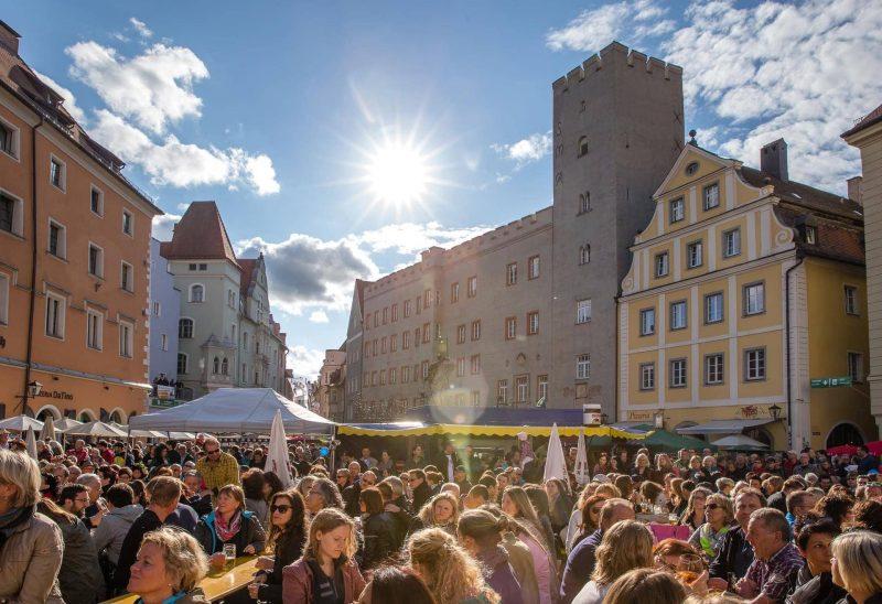 Von 28. bis 30. Juni feiern die Regensburger/innen sich und ihre Stadt Ein Hoch auf das Bürgerfest