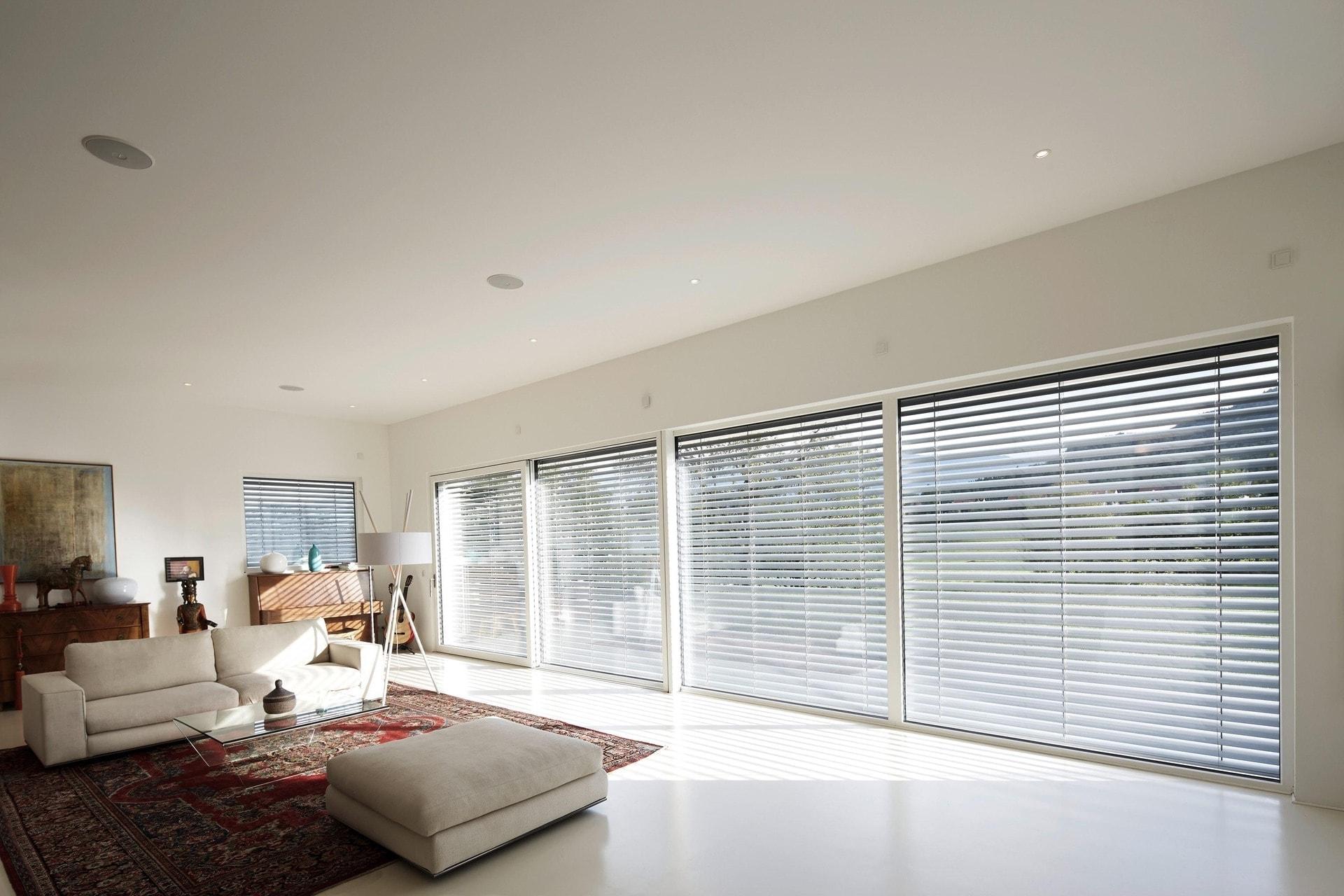 Durchdachte Sonnenschutzlösungen von Josko gibt's bei den HausModernisierern in Teugn In jeder Situation immer gut geschützt