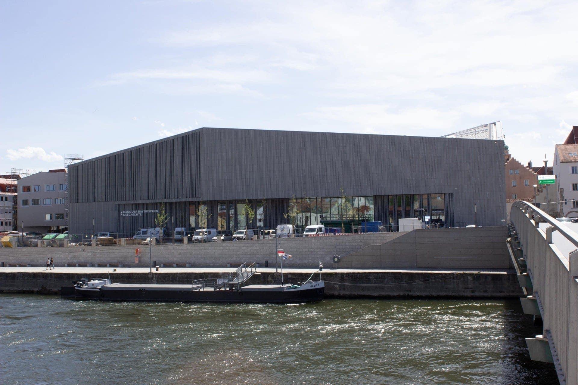 Eröffnung der Bavariathek in Regensburg Geschichte digital im neuen Museum am Donauufer