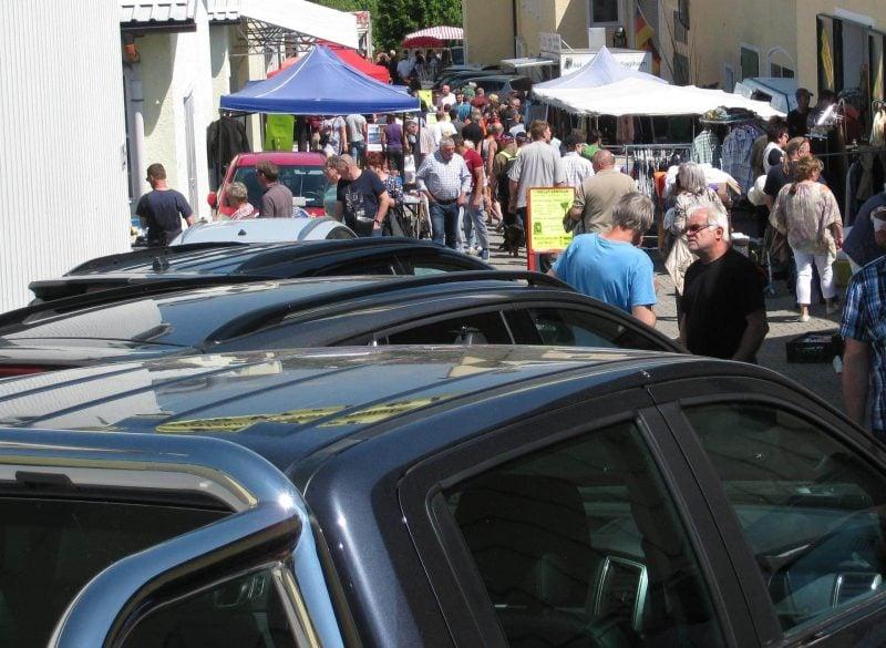 Pfingstmontag: Autoschau mit Traditionsflohmarkt und Landmaschinenmarkt Flohmarkt für Landmaschinen & Autos in Egglham