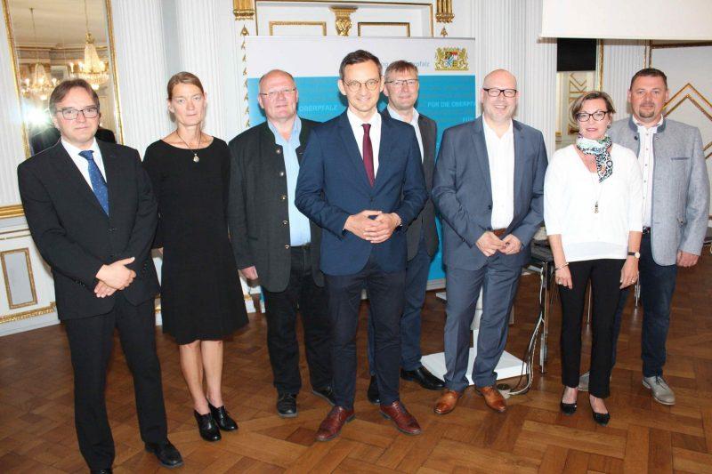"""""""Energiecoaching_Plus"""" in die 4. Förderrunde / 160.000 Euro stehen für die Oberpfalz bereit Energieeffizienz steigern und erneuerbare Energien ausbauen"""