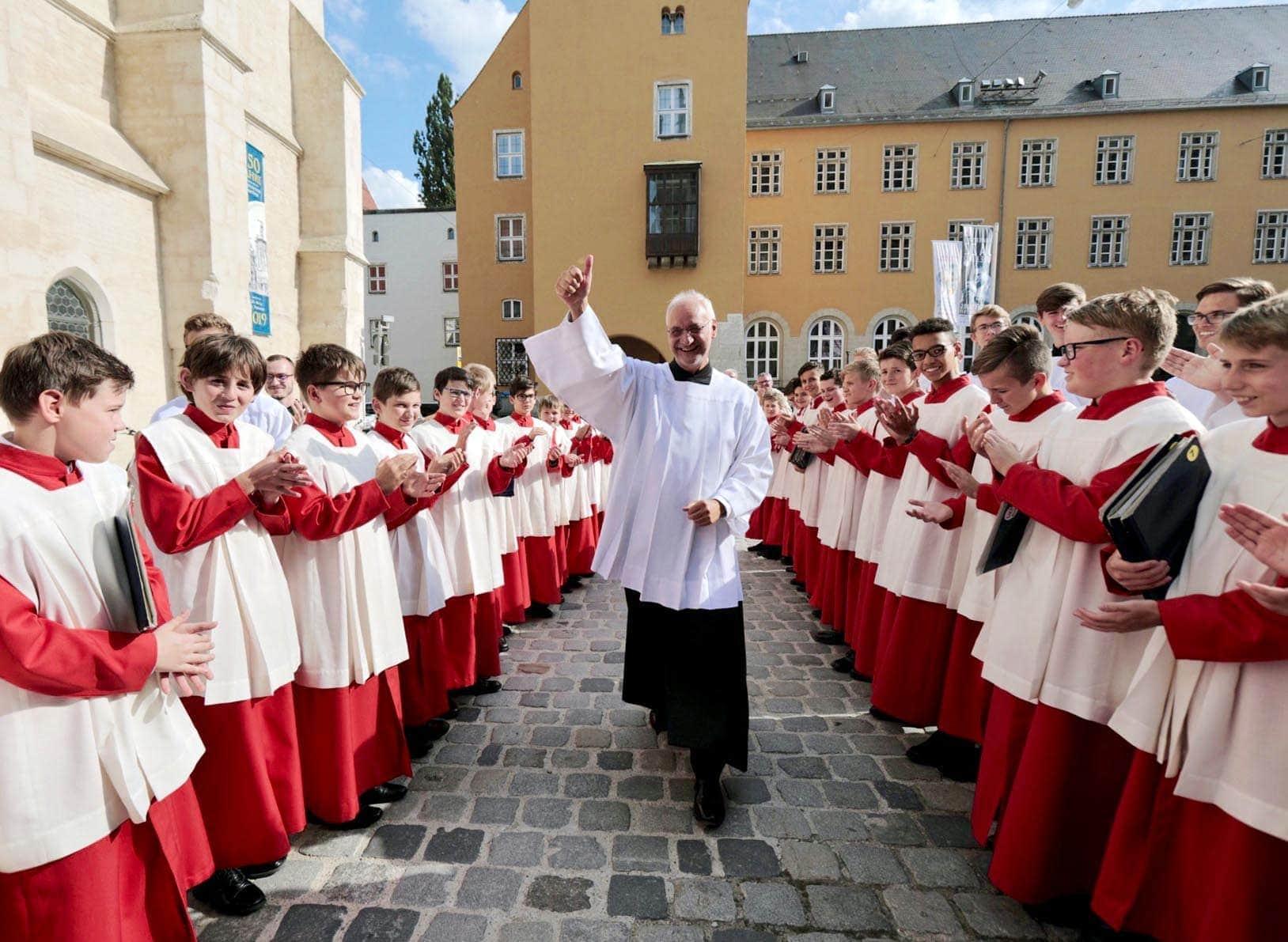 Feierlicher Abschied von Domkapellmeister Roland Büchner 200 Domspatzen standen Spalier