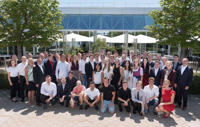 Freisprechungsfeier bei BMW Regensburg Facharbeiterbriefe für 40 Absolventen