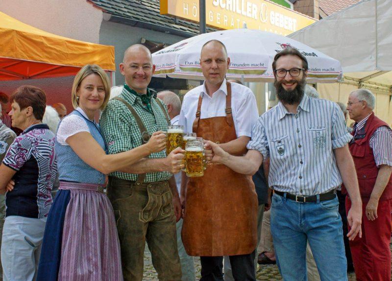 """Knapp 500 zufriedene Kunden feierten beim Grillfest zusammen mit den Hörgeräte-Akustikern in Lappersdorf Schiller & Gebert: """"Ein Dank an unsere Kunden"""""""