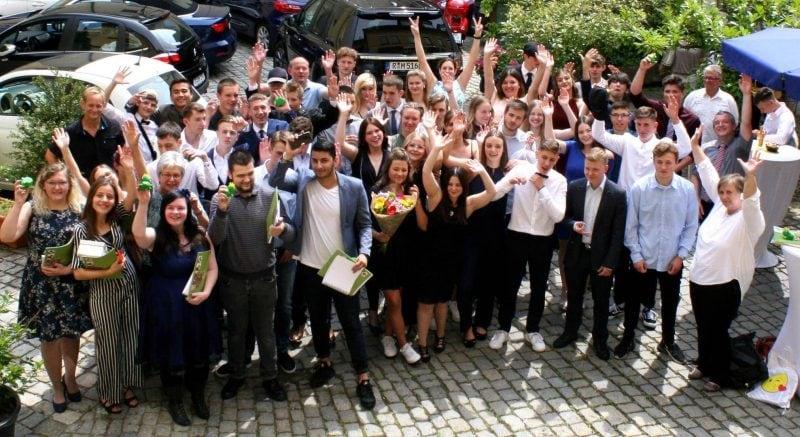 Absolventen der Wirtschaftsschule Märchenhaft schön: Wirtschaftsschüler der Privaten Schulen Breitschaft verabschiedet