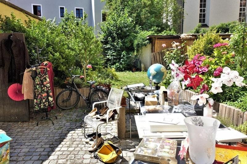 """Einblicke in die Höfe, Gärten und Garagen der Altstadt """"Hofflohmärkte"""" jetzt auch in Regensburg"""
