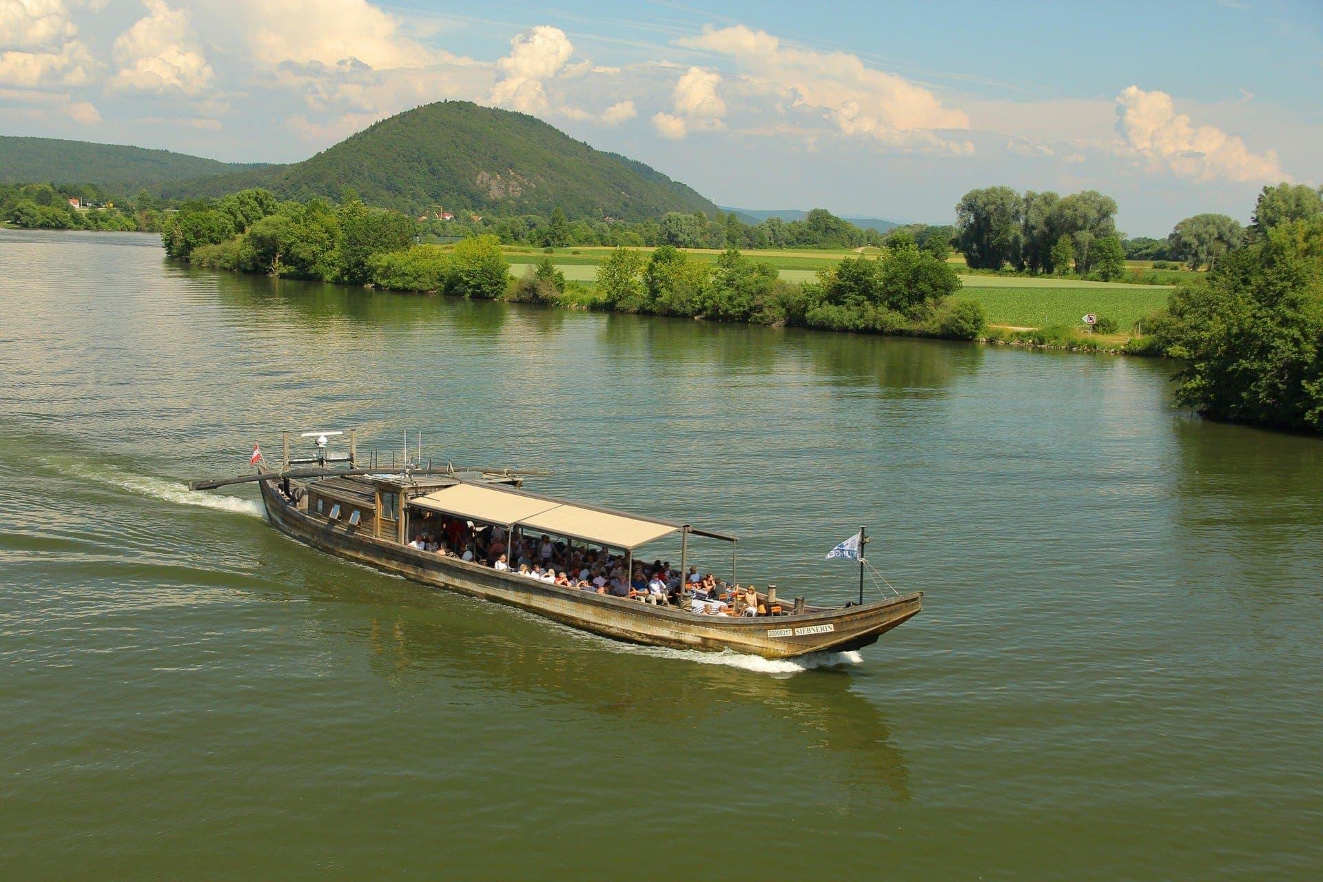 Den Regensburger Sommer auf der Klinger-Flotte genießen An Bord der Siebnerin unter freiem Himmel