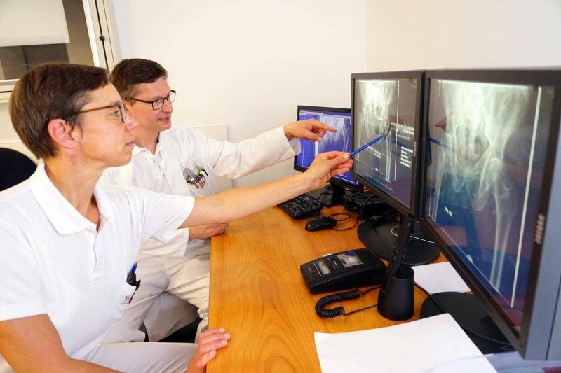 Auszeichnung für computersimulierte Endoprothetikplanung an der Klinik Bogen Maßgeschneiderter Gelenkersatz für Knie, Hüfte und Schulter