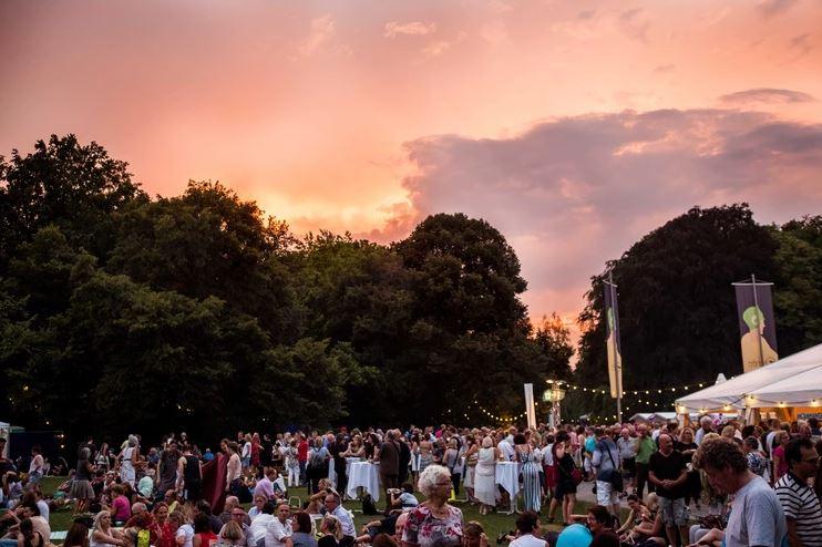 Stadtpark wird am 2./3. August zur Bühne REWAG-Klassik im Park und REWAG-Nacht in Blau verheißen wieder ein besonderes Ambiente