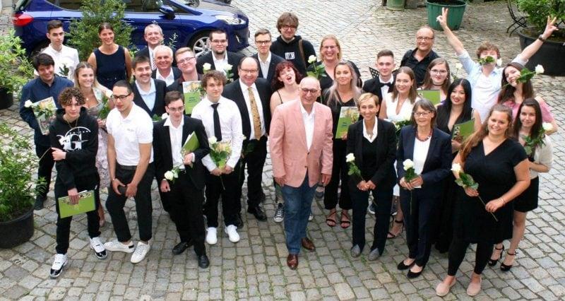 Fachoberschule Breitschaft feiert Absolventen Endlich Abi!