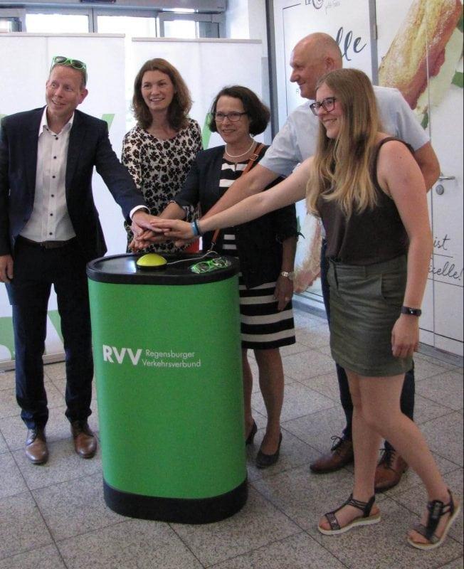 Bessere Fahrgastinformation: Neue RVV-Anzeiger am Hauptbahnhof Abfahrten der Busse in Echtzeit