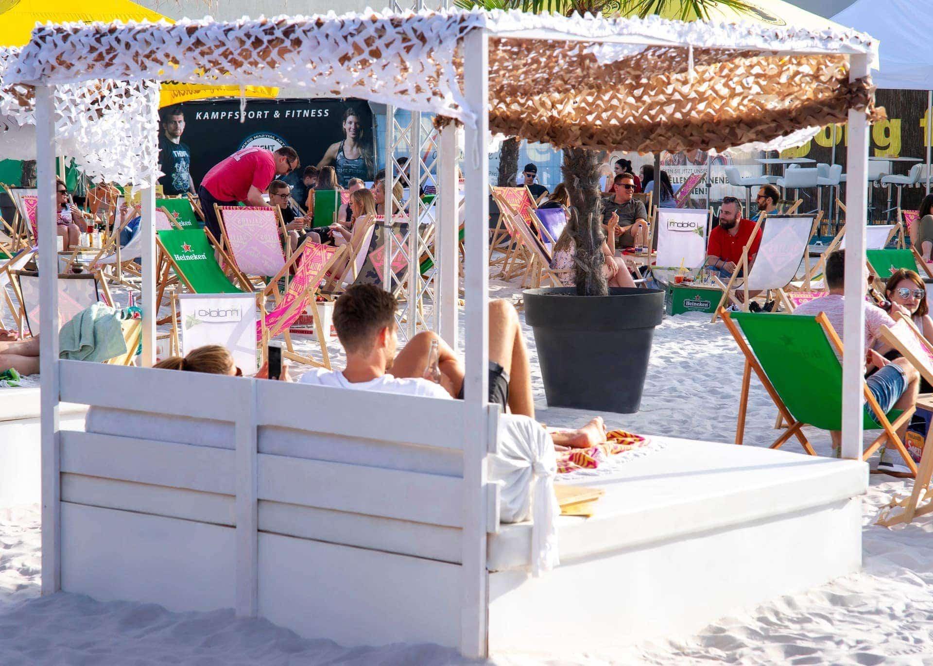 Regensburg Arcaden: Halbzeit auf Parkdeck 3 Arcaden Beach übertrifft Erwartungen