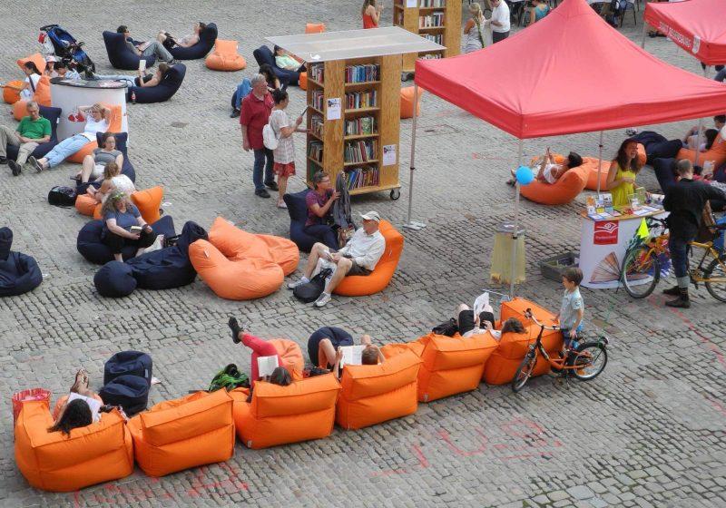 """Open-Air-Lesen auf dem Haidplatz Aktion """"Auf die Plätze, Bücher her!"""" von 15. bis 17. August"""