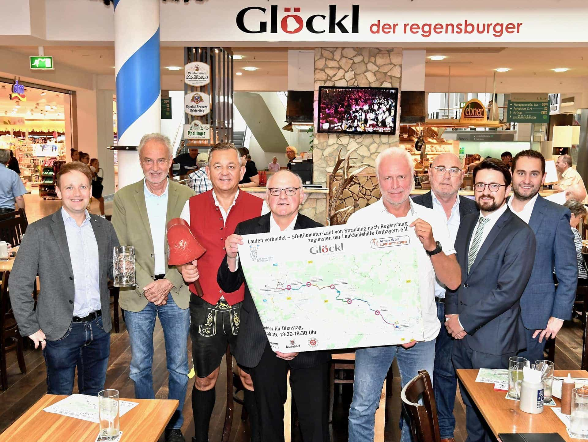 Im Laufschritt gegen Leukämie 50-Kilometer-Charity-Lauf vom Gäubodenfest bis zur Regensburger Dult