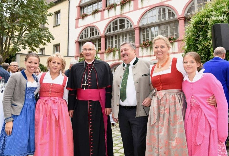 """Ende einer Ära im """"Bischofshof am Dom"""" in Regensburg Dank und Anerkennung für mehr als 30 Jahre:"""