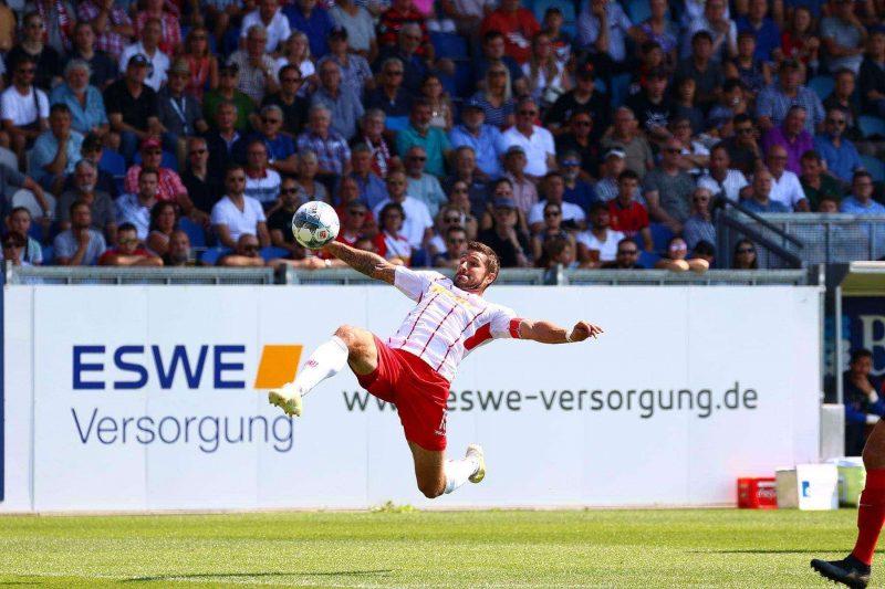 """Marco Grüttner, Kapitän des SSV Jahn Regensburg, im Interview mit dem Blizz """"Wir können auch gegen große Mannschaften mithalten"""""""