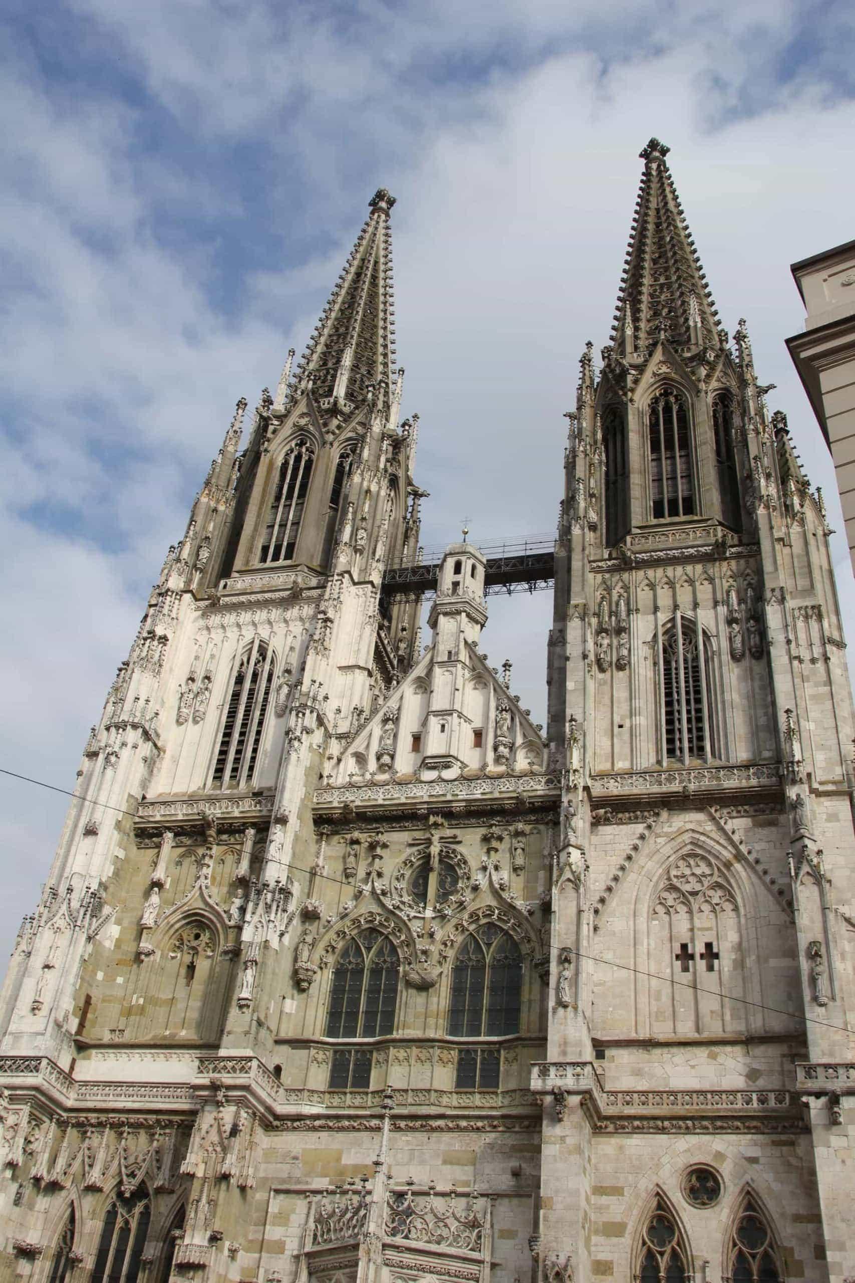 Regensburg setzt ein Zeichen gegen Lichtverschmutzung Beleuchtung von Sehenswürdigkeiten im Altstadtbereich wird bereits um 23 Uhr abgeschaltet