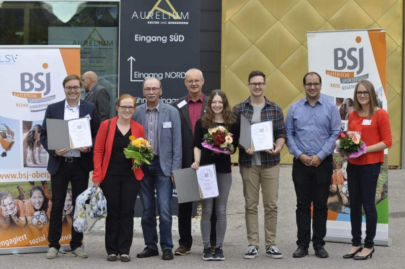Bayerische Sportjugend im Kreis Regensburg ausgezeichnet Bayerische Sportjugend ehrt langjährige Mitarbeiter in der Jugendarbeit