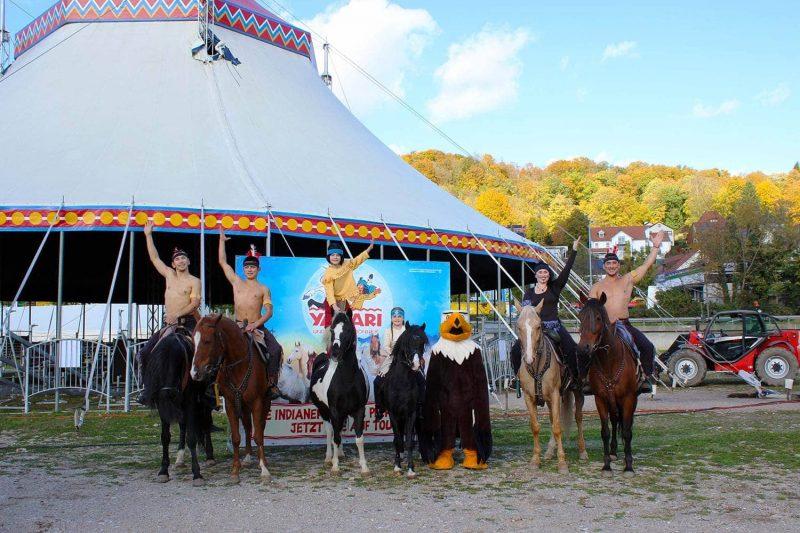 """""""Yakari und Kleiner Donner"""" Europas einzigartige Pferdeshow noch bis 27.10. in Regensburg"""