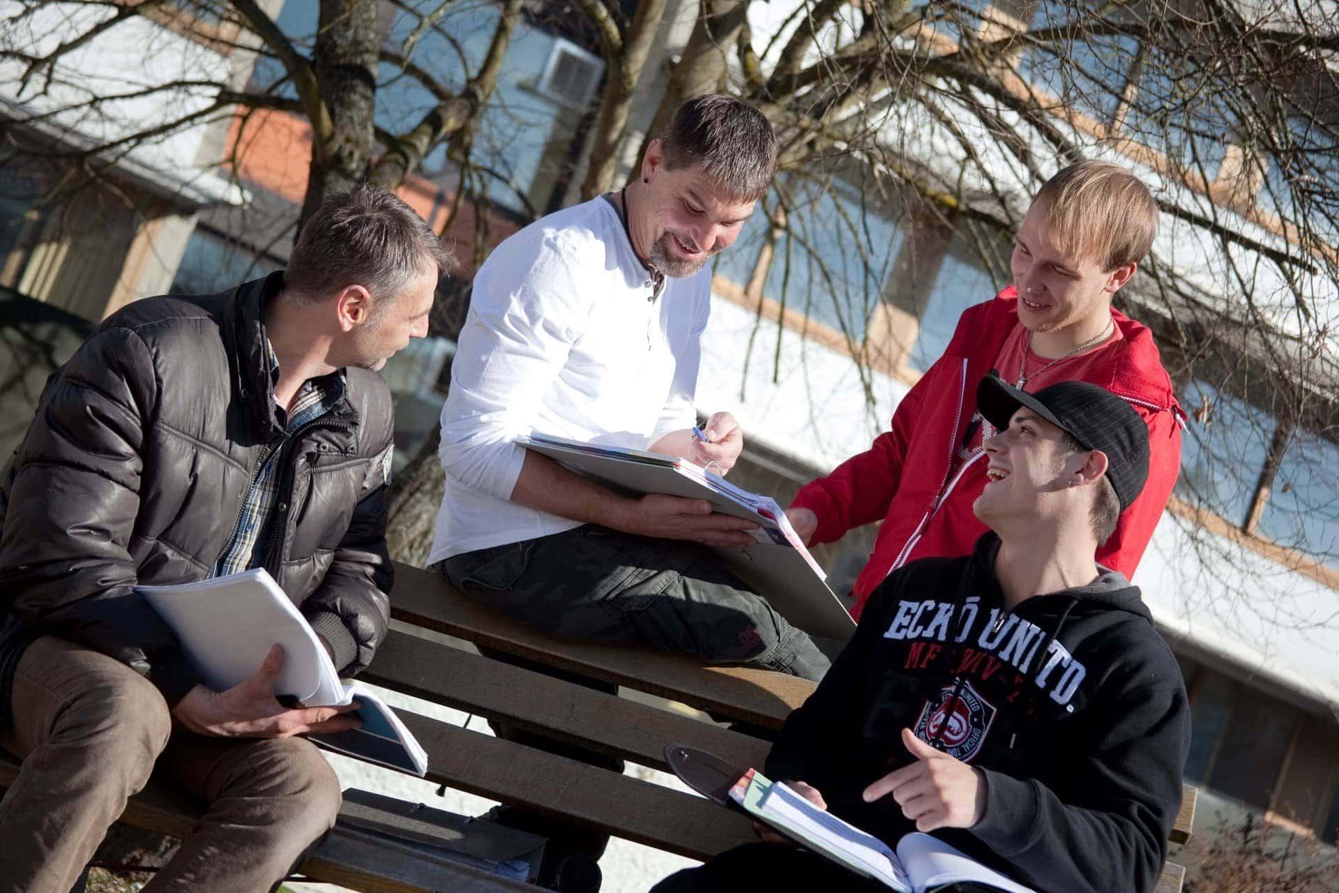 Kostenlose Karriereberatung bei den Eckert Schulen in Regenstauf So geht der Aufstieg!