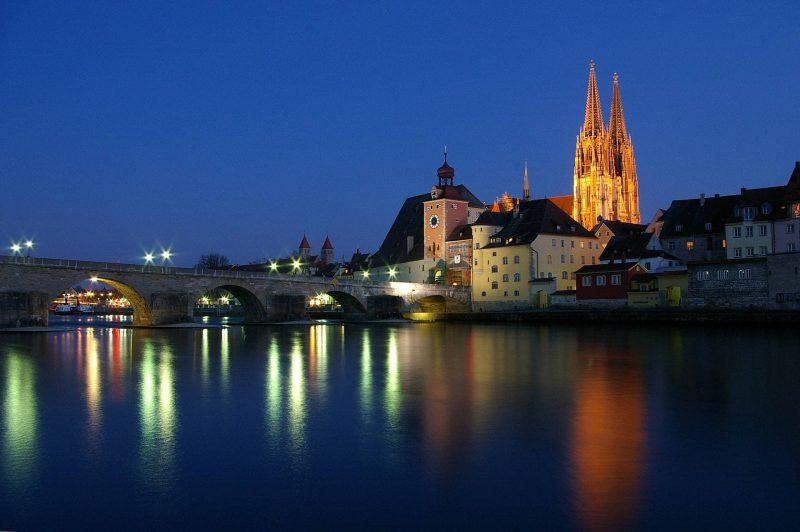 Regensburg gegen Lichtverschmutzung Keine Beleuchtung von Sehenswürdigkeiten nach 23 Uhr