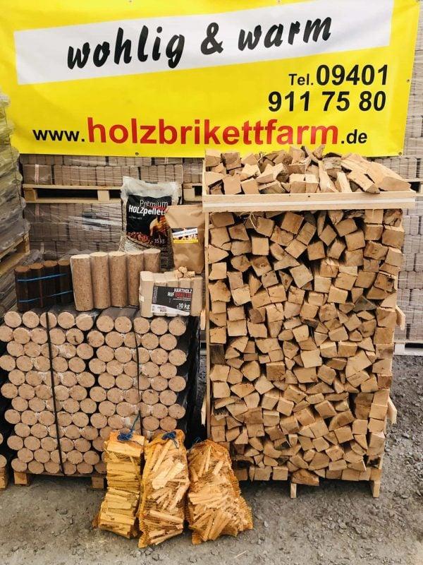 Holzbrikettfarm Heizen mit Holz schont die Umwelt und den Geldbeutel