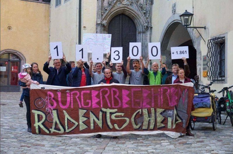 Meilenstein für Radentscheid Bürgerinitiative übergibt mehr als 13.000 Unterschriften