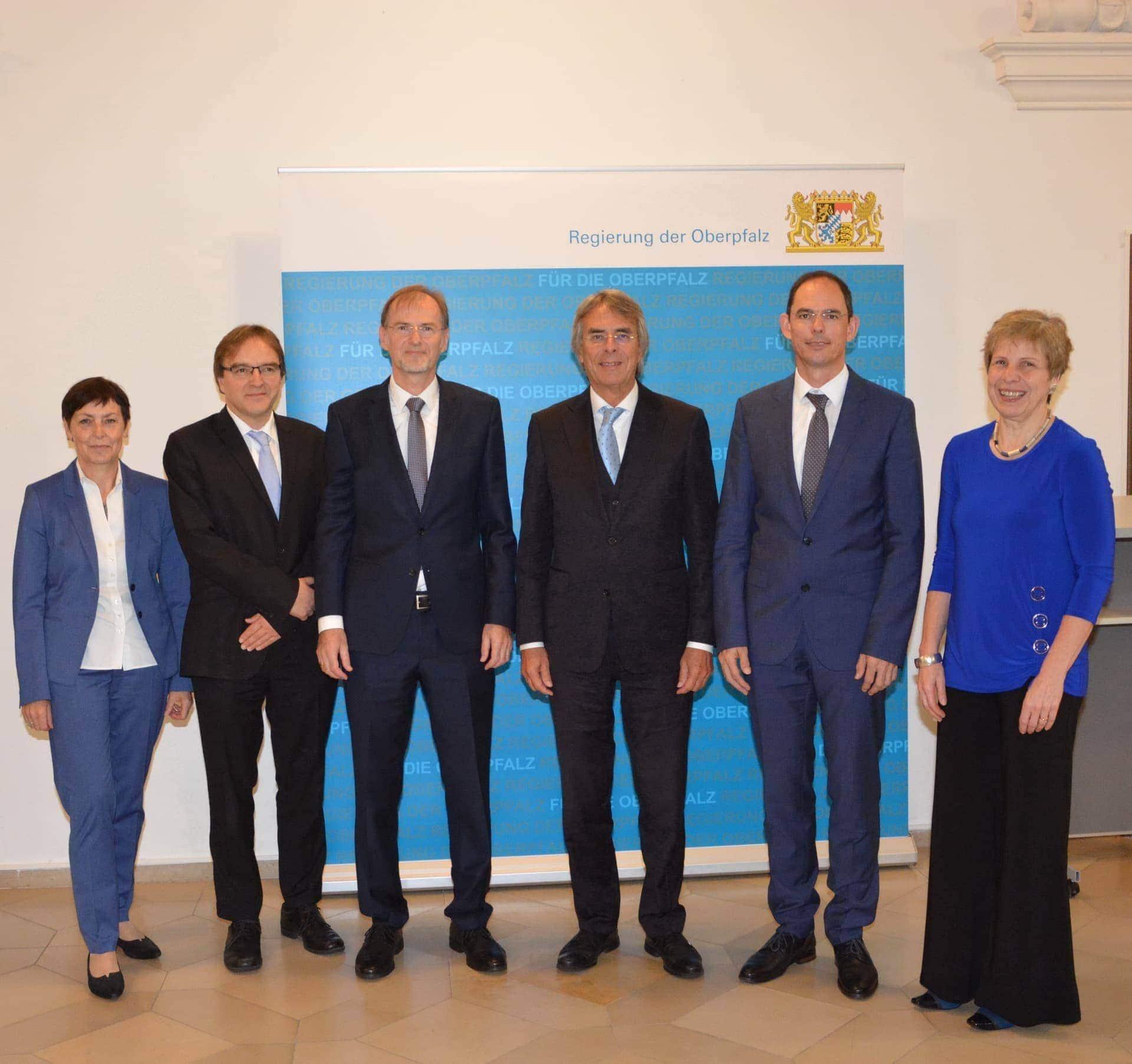 Ulrich Gampl ist neuer Leiter des Gewerbeaufsichtsamts der Regierung der Oberpfalz Friedrich Wink verabschiedet