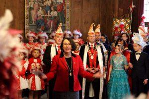 Narren übernehmen Altes Rathaus in Regensburg