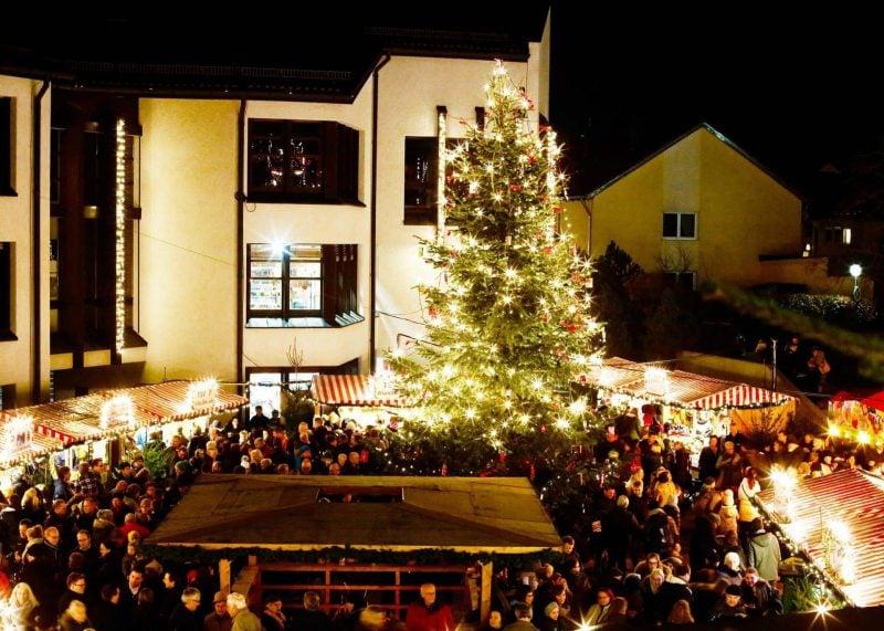 Buntes Programm in der dunklen Jahreszeit Christkindlmarkt der Stadt Neutraubling